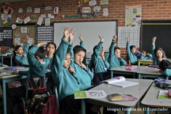 Maestros que llevan la paz a las aulas